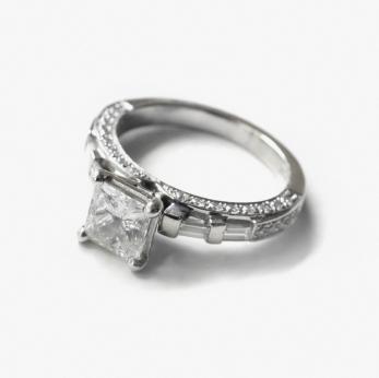 Diamantring mit Prinzessschliff
