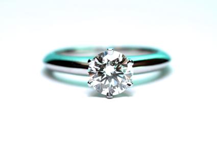 der solit r ring ein f r verlobungen beliebter diamantring. Black Bedroom Furniture Sets. Home Design Ideas